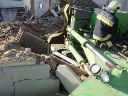 Beomlott a beton, a pincébe zuhant egy kanalas munkagép Szombathelyen